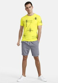 NEW IN TOWN - INSECTS - Print T-shirt - neon green - 1