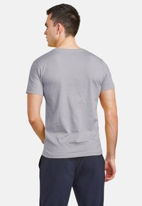 NEW IN TOWN - Basic T-shirt - grey - 2