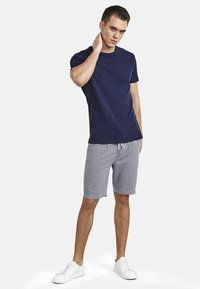 NEW IN TOWN - Basic T-shirt - night blue - 1