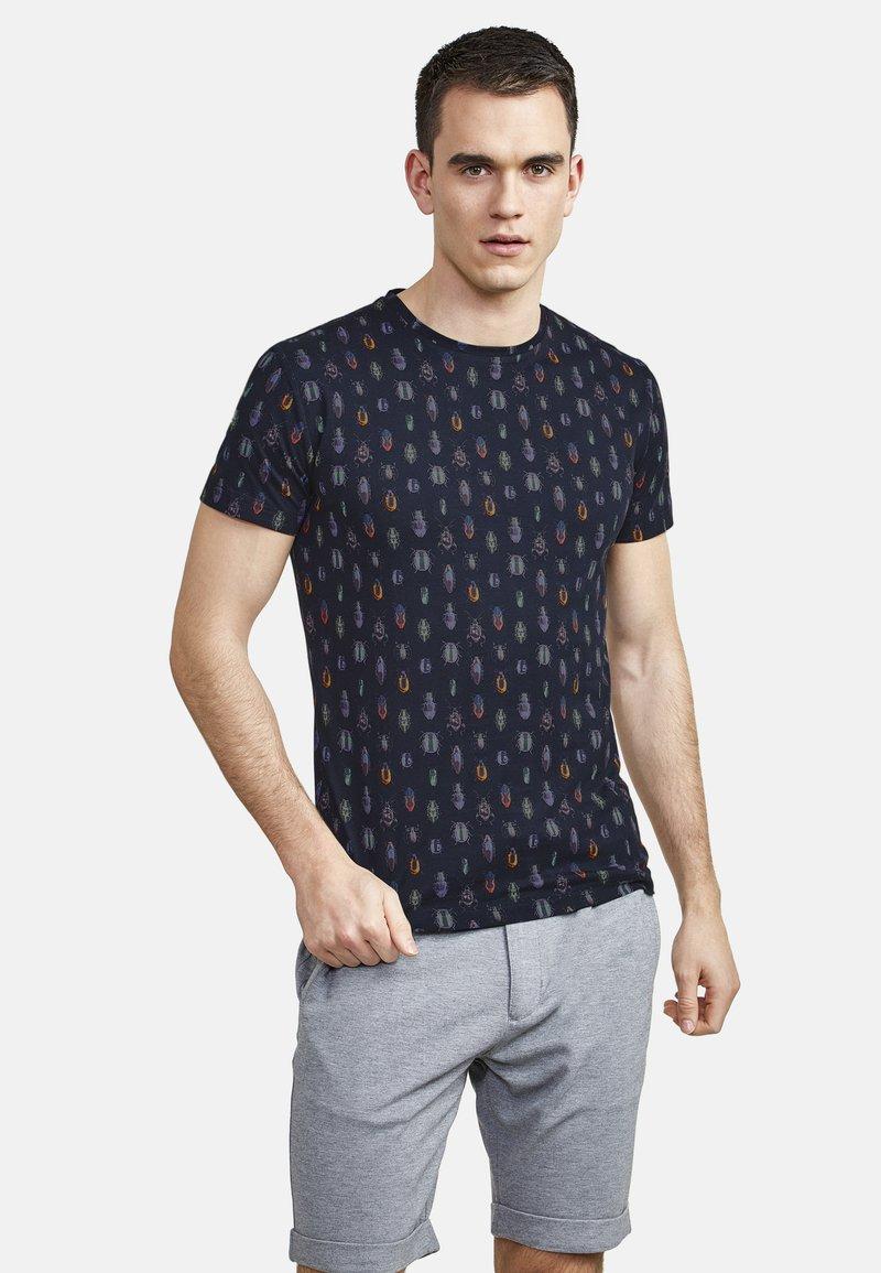 NEW IN TOWN - MIT ALLOVER-INSEKTENPRINT - Print T-shirt - night blue