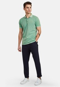 NEW IN TOWN - Polo shirt - green - 1