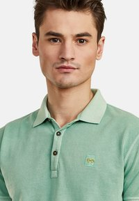 NEW IN TOWN - Polo shirt - green - 3