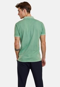 NEW IN TOWN - Polo shirt - green - 2