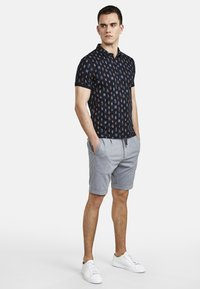 NEW IN TOWN - MIT ALLOVER-INSEKTENPRINT - Polo shirt - night blue - 1