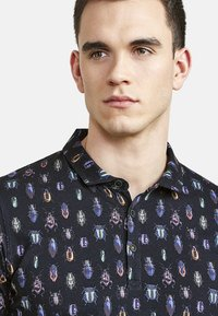 NEW IN TOWN - MIT ALLOVER-INSEKTENPRINT - Polo shirt - night blue - 3