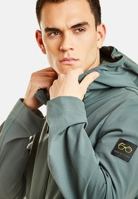 NEW IN TOWN - MIT KAPUZE - Summer jacket - green - 3