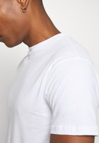 Newport Bay Sailing Club - NEWPORT MULTI TEE 5 PACK - Basic T-shirt - white - 5
