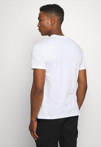 Newport Bay Sailing Club - NEWPORT MULTI TEE 5 PACK - Basic T-shirt - white - 2