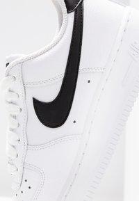 Nike Sportswear - AIR FORCE 1 '07 - Sneakers laag - white/black - 2