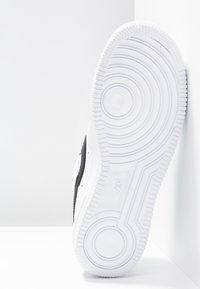 Nike Sportswear - AIR FORCE 1 '07 - Sneakers laag - white/black - 6