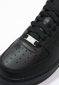 Nike Sportswear - AIR FORCE 1 '07 - Matalavartiset tennarit - black - 5