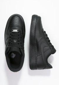 Nike Sportswear - AIR FORCE 1 '07 - Matalavartiset tennarit - black - 1