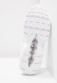 Nike Sportswear - AIR MAX - Sneakersy niskie - white - 6