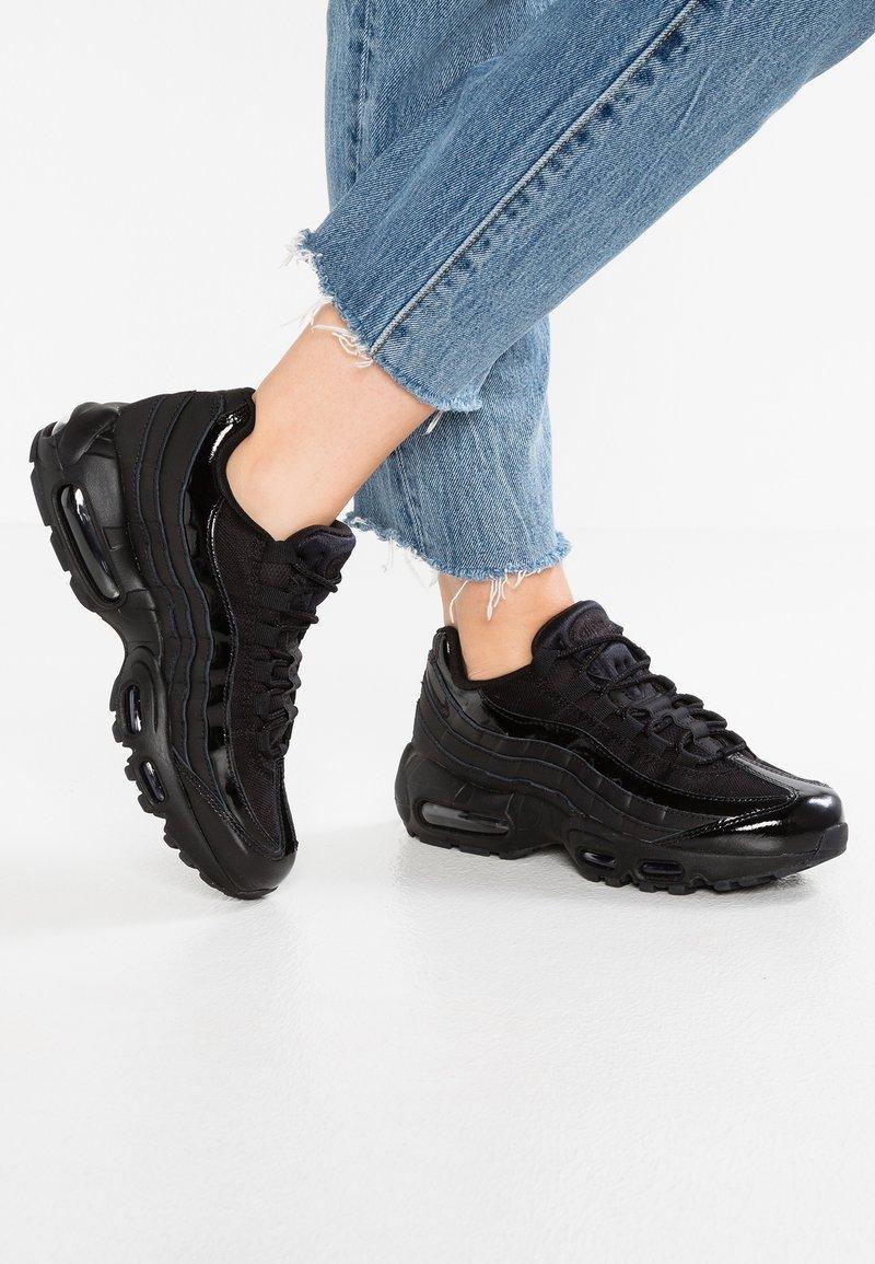 Nike Sportswear - AIR MAX - Matalavartiset tennarit - black