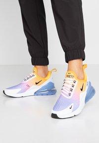 Nike Sportswear - AIR MAX 270 - Sneaker low - university gold/black/university blue/psychic pink/white/football grey - 0