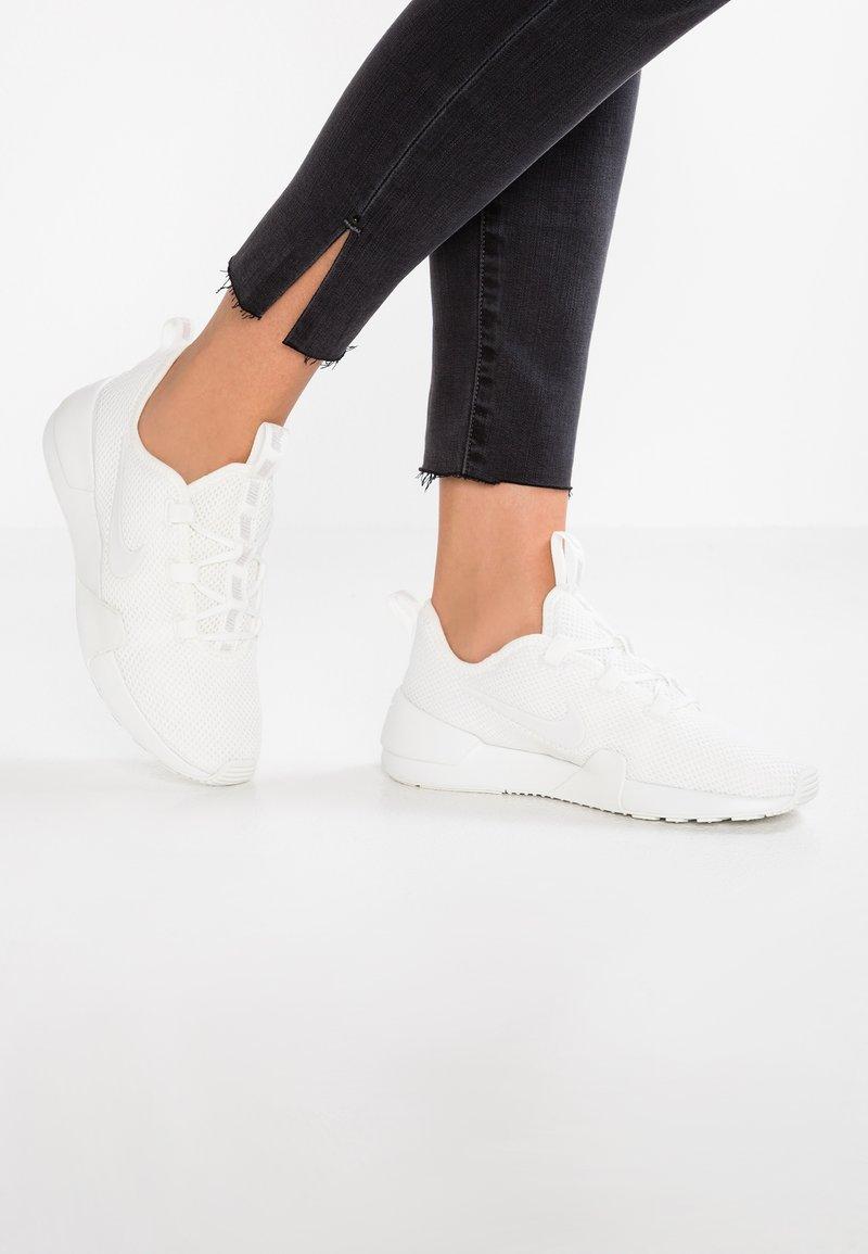 Nike Sportswear - ASHIN MODERN - Sneaker low - summit white/vast grey