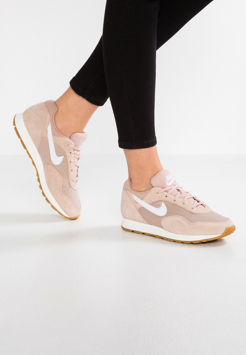 Nike Sportswear - OUTBURST - Sneakers laag - particle beige/white/sand
