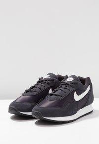 Nike Sportswear - OUTBURST - Baskets basses - oil grey/summit white/black - 4