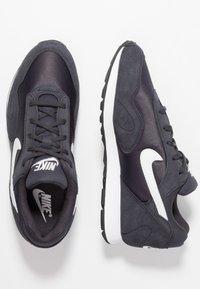 Nike Sportswear - OUTBURST - Baskets basses - oil grey/summit white/black - 3