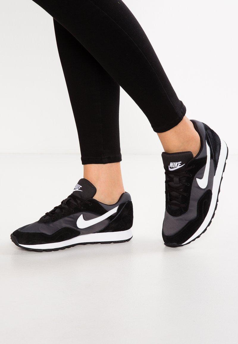 Nike Sportswear - OUTBURST - Sneaker low - black/white/anthracite