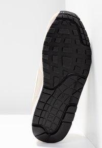 Nike Sportswear - AIR MAX 1 - Sneaker low - string/sail/light cream/black/white - 6