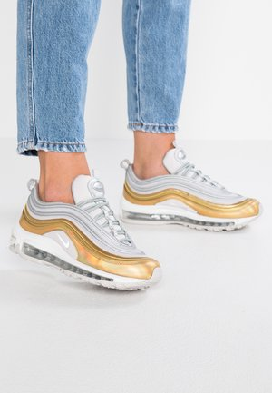 AIR MAX 97 SE - Sneakers laag - vast grey/metallic silver/metalilc gold/summit white
