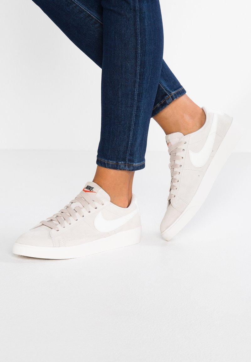 Nike Sportswear - BLAZER - Sneaker low - desert sand/sail