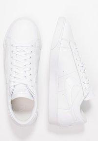 Nike Sportswear - BLAZER - Sneaker low - white - 3