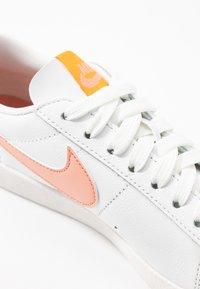 Nike Sportswear - BLAZER - Sneakers laag - summit white/pink quartz/pollen rise - 2