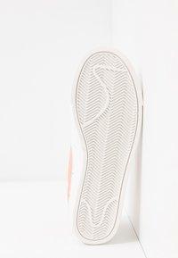 Nike Sportswear - BLAZER - Sneakers laag - summit white/pink quartz/pollen rise - 6