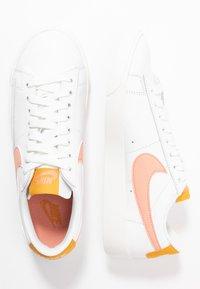 Nike Sportswear - BLAZER - Sneakers laag - summit white/pink quartz/pollen rise - 3