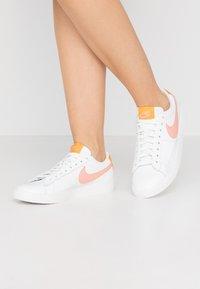 Nike Sportswear - BLAZER - Sneakers laag - summit white/pink quartz/pollen rise - 0