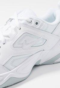 Nike Sportswear - M2K TEKNO - Zapatillas - white/pure platinum - 2