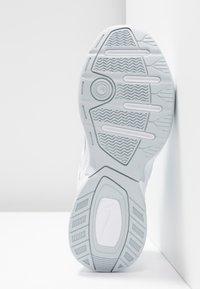 Nike Sportswear - M2K TEKNO - Zapatillas - white/pure platinum - 6