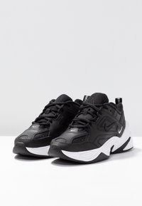Nike Sportswear - M2K TEKNO - Sneakersy niskie - black/white - 2