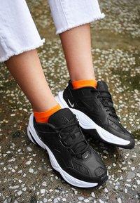 Nike Sportswear - M2K TEKNO - Sneakersy niskie - black/white - 6