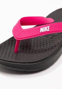 Nike Sportswear - SOLAY THONG - Boty do bazénu - black/white/vivid pink - 2