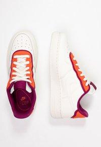 Nike Sportswear - NIKE AIR FORCE 1 '07 SE - Tenisky - sail/team orange/true berry - 3