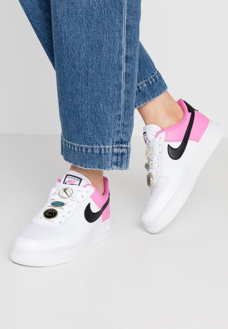 Nike Sportswear - NIKE AIR FORCE 1 '07 SE - Sneaker low - white/black/china rose