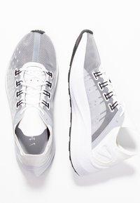 Nike Sportswear - EXP-X14 - Tenisky - white/wolf grey/black - 3