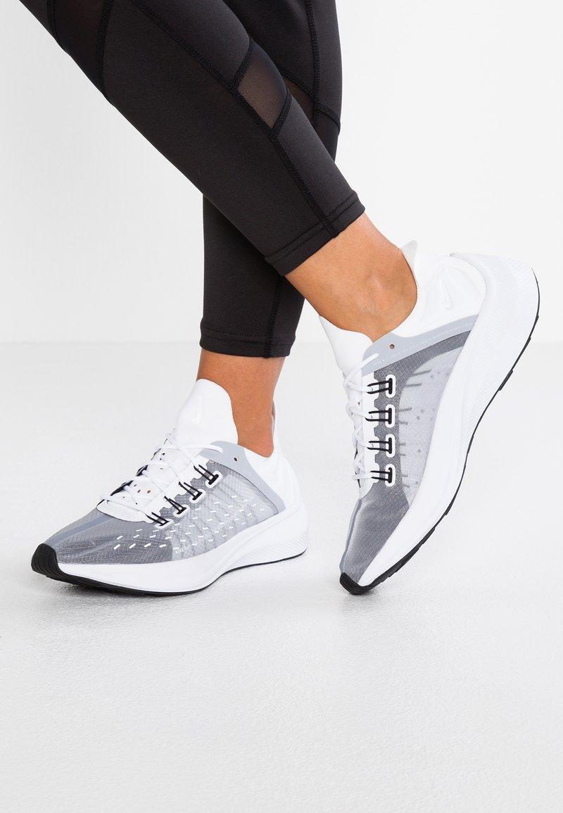 Nike Sportswear - EXP-X14 - Tenisky - white/wolf grey/black