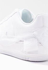 Nike Sportswear - AF1 JESTER - Trainers - white/black - 5