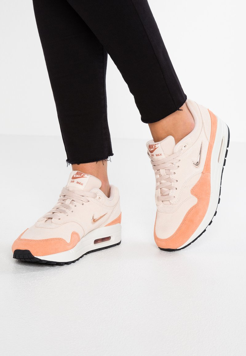 Nike Sportswear - AIR MAX 1 - Sneakers laag - guava ice/metallic red bronze/terra blush/summit white