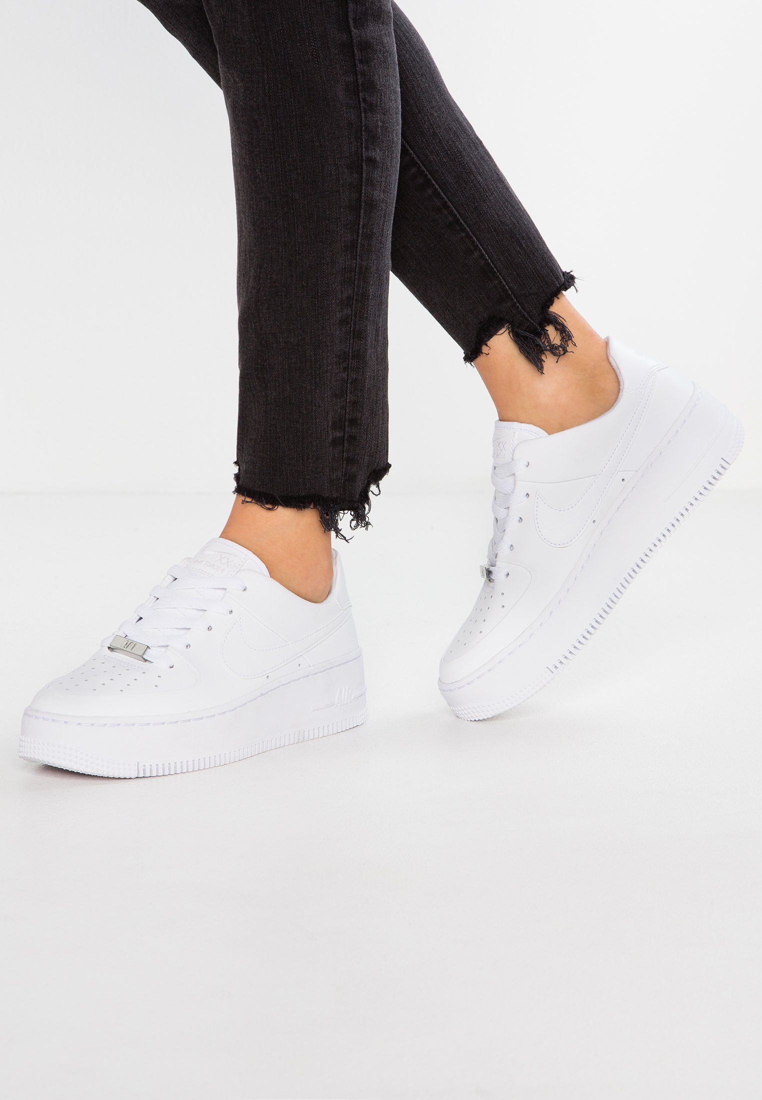 Nike Sportswear AIR FORCE 1 SAGE Sneaker low white