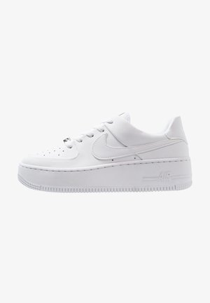 AIR FORCE 1 SAGE - Matalavartiset tennarit - white