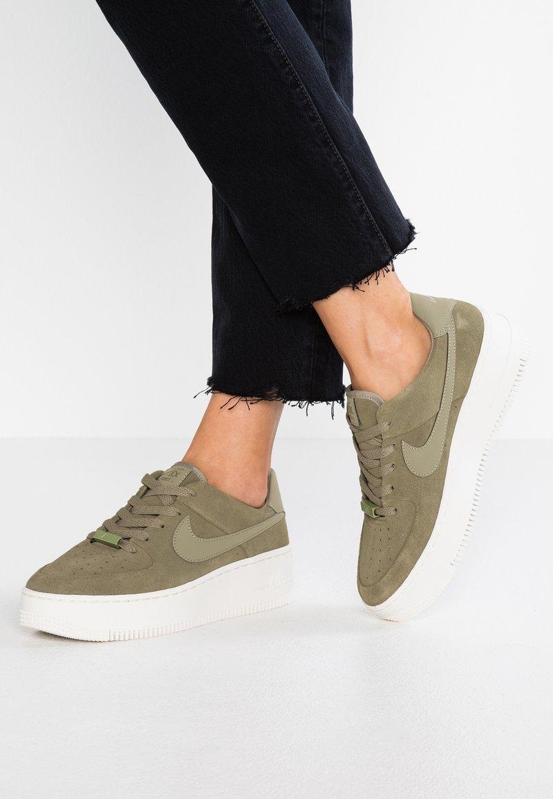 Nike Sportswear - AIR FORCE 1 SAGE - Zapatillas - trooper/phantom