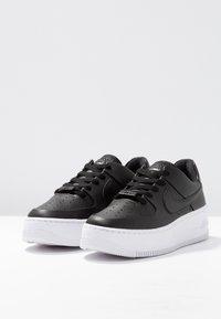 Nike Sportswear - AIR FORCE 1 SAGE - Sneaker low - black/white - 4