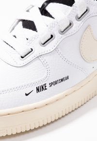 Nike Sportswear - AIR FORCE 1 UTILITY - Baskets montantes - white/light cream/black - 2