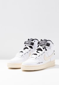 Nike Sportswear - AIR FORCE 1 UTILITY - Baskets montantes - white/light cream/black - 4
