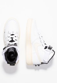 Nike Sportswear - AIR FORCE 1 UTILITY - Baskets montantes - white/light cream/black - 3